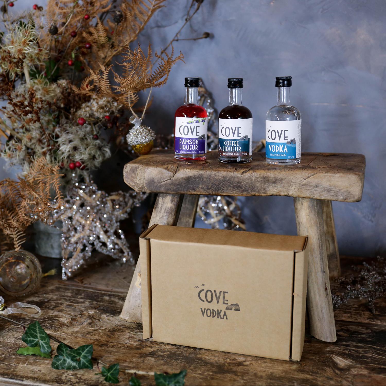 Vodka and liqueur miniatures gift box